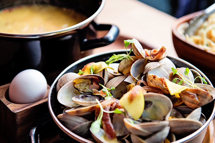 Chef Eric Greenspan creates delicious clam and pasta dish with Matfer Bourgeat's Mussle Pot for chef spotlight.